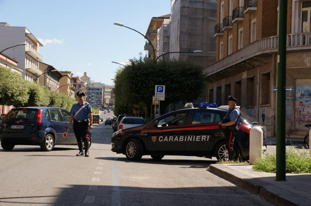 Fermati dai Carabinieri tre rumeni nei pressi della stazione e denunciata una donna per guida in stato di ebbrezza