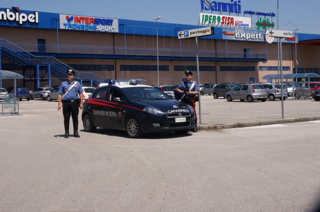 Fermati dai Carabinieri due pregiudicati rumeni all'interno del centro Commerciale 'I Sanniti'