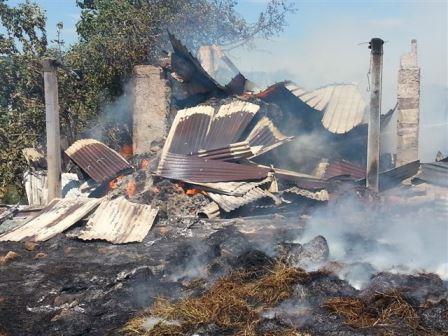 Incendio capannoni agricoli, denunciato il responsabile