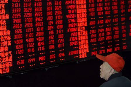 Parola alle immagini… Il lunedì nero della borsa, dalla Cina tsunami sui mercati finanziari