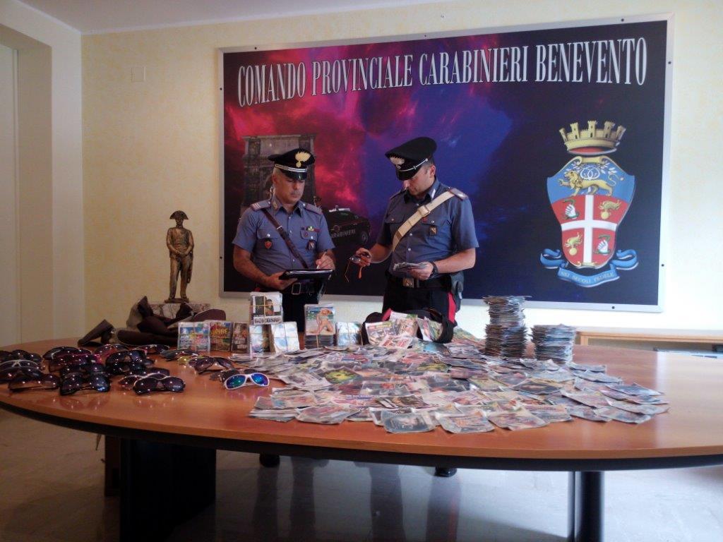 Benevento, sequestrati nei pressi della stazione borsoni contenenti materiale contraffatto