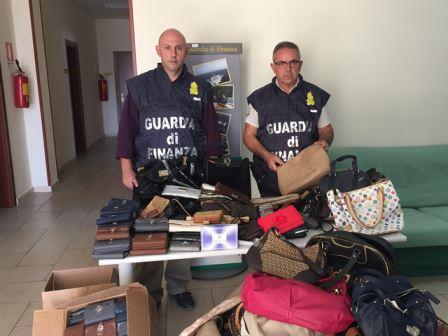 Gdf di Solopaca, sequestrati oltre 230 articoli contraffatti esposti in vendita al mercato di Telese