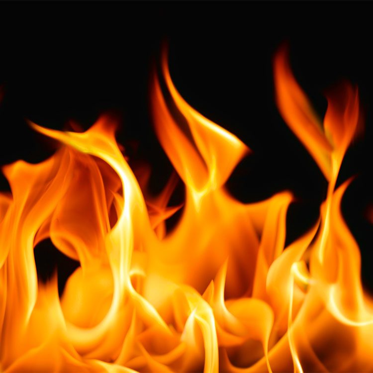 Castelvenere, due auto in fiamme nel piazzale di un rivenditore