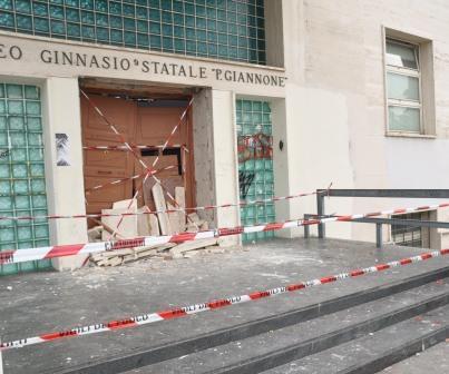 Esplosione al Liceo 'Giannone' di Benevento, per gli inquirenti coinvolti più giovani