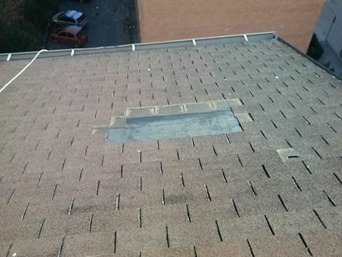 Benevento, raffiche di vento fanno volare le tegole dai tetti e gli inquilini di via Columbro scrivono all'Iacp