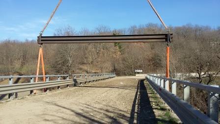 Interventi post alluvione, posizionato ponte in ferro sul fiume Tammarecchia