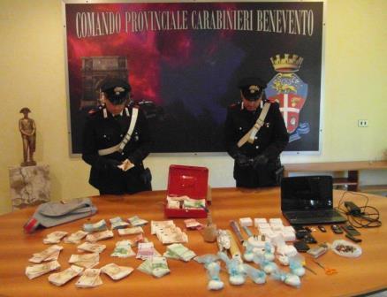 Benevento, arrestato 49enne per spaccio, ricettazione e detenzione di armi