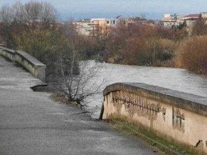 Ponte Didattico e rifacimento argine Lungo Sabato Matarazzo, domani consegna dei lavori