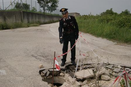 Pontelandolfo, rubano un tombino in ghisa e danneggiano il manto stradale