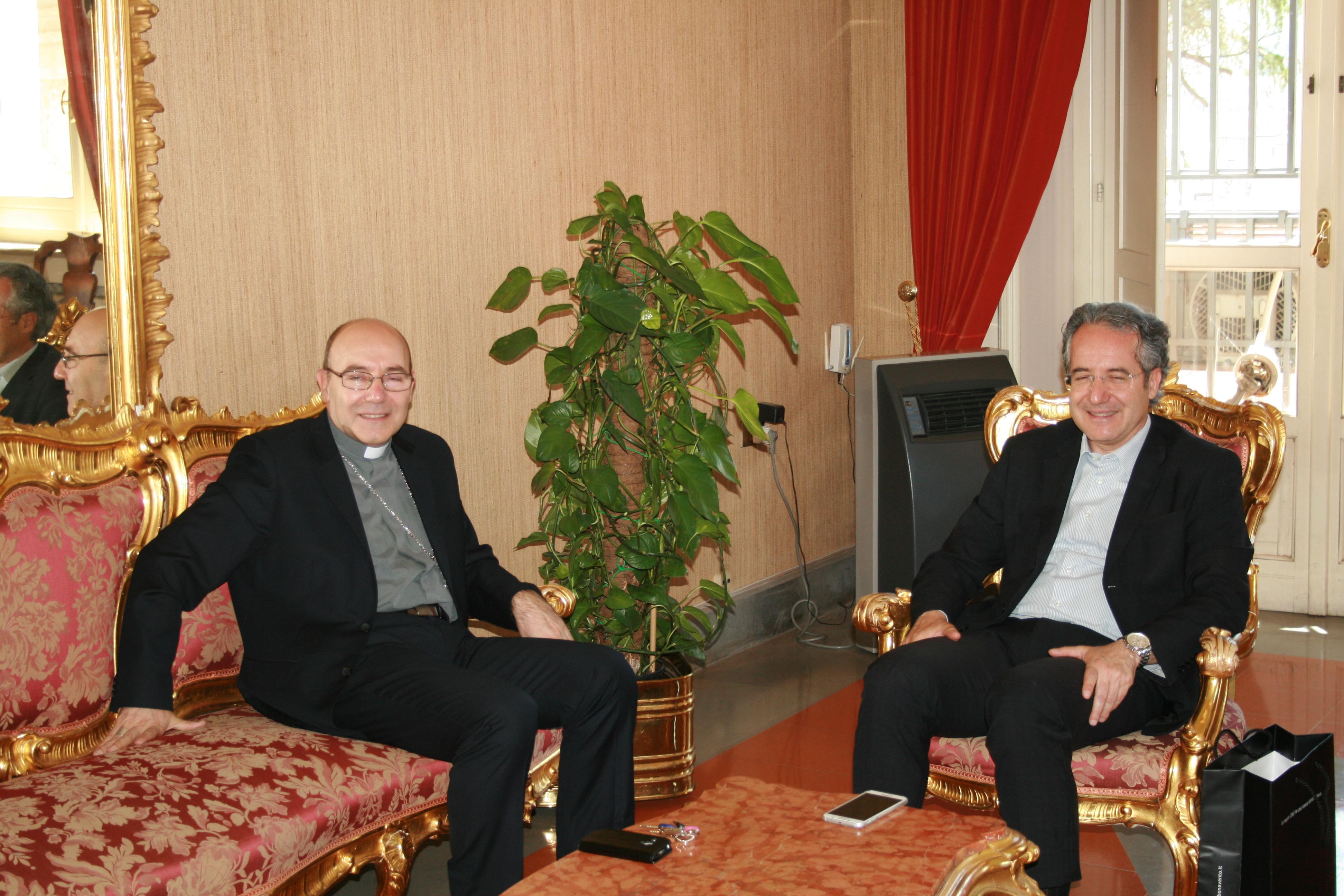 Visita dell'Arcivescovo a Palazzo Mosti per incontrare il sindaco