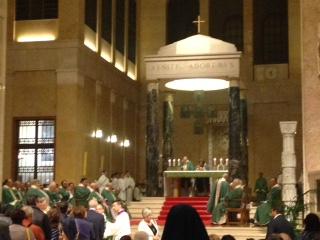 Consegnato, per la prima volta nel Duomo di Benevento, il sacro pallio all'arcivescovo Accrocca