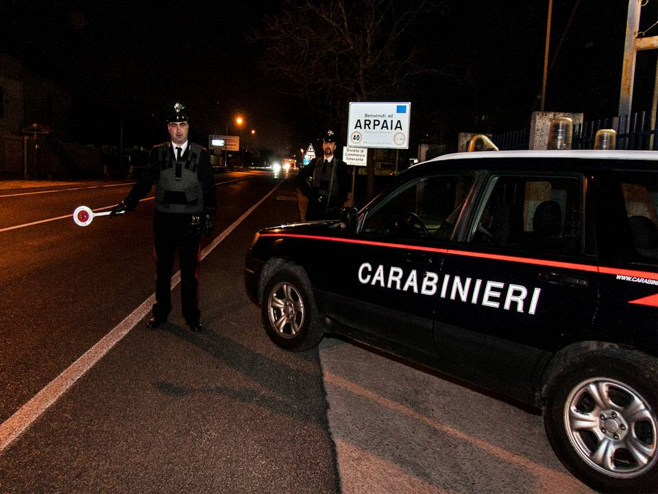 Arpaia, strattonano e derubano anziano. Arrestati due rumeni del campo nomadi di Napoli