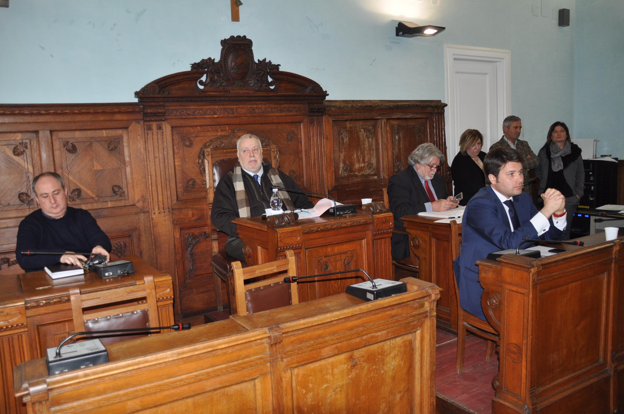 Provincia, il Consiglio approva revisioni di spese elevate e azioni all'insegna del risparmio
