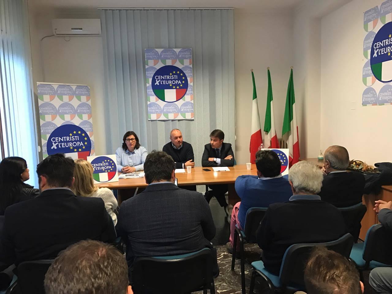 Centristi per l'Europa riunione fatta, ora si attende l'arrivo del leader Casini