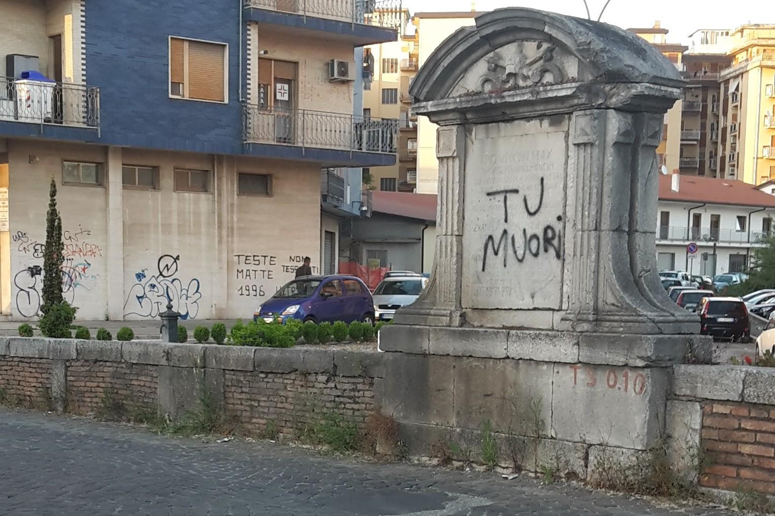 Pulitura epigrafe sul Ponte Santa Maria della Libera di Benevento