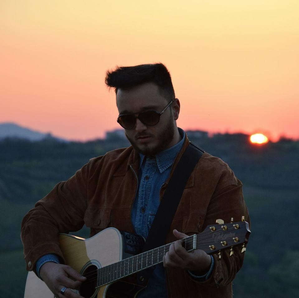 Il cantautore sannita Angelo Savoia vola da solo e lancia il primo singolo 'Tutto è Possibile'