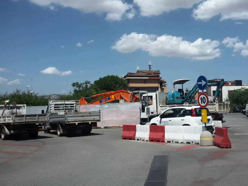 """Altrabenevento: """"Lavori misteriosi per perdite d'acqua al parcheggio del Carrefour. Perché il M5S non intervien?"""""""