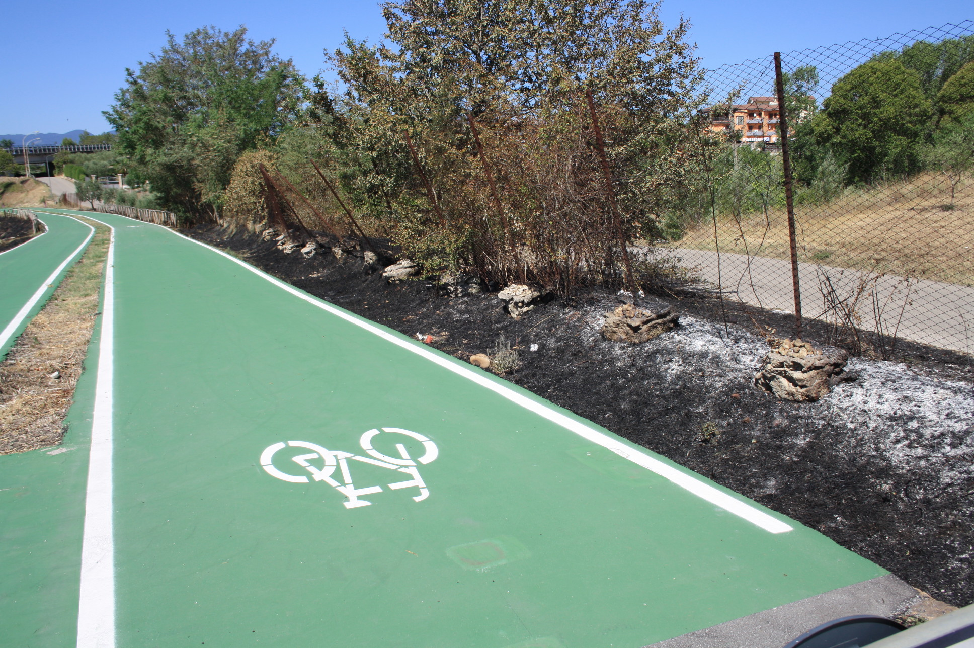 Benevento, incendi alla pista ciclabile in località Pezzapiana