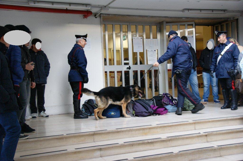 Attività antidroga dei carabinieri pressoché scuole per sensibilizzare i giovani