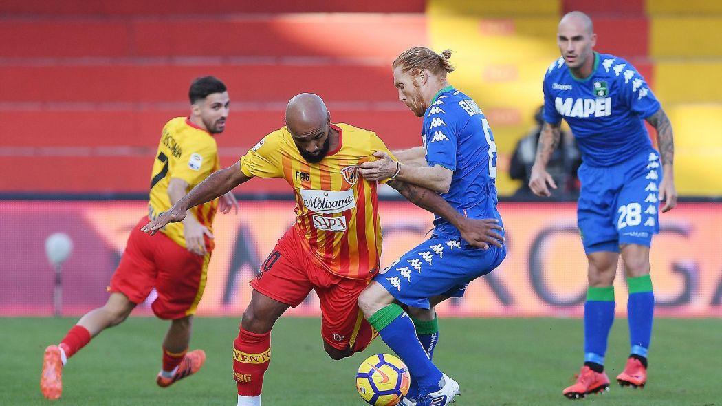 Calcio, Benevento 1-2 Sassuolo: l'ennesimo tonfo nel finale