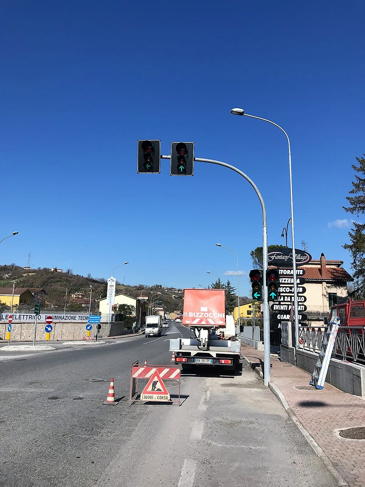 Ripristinato il semaforo sulla SS Appia, all'altezza del bivio per Apollosa
