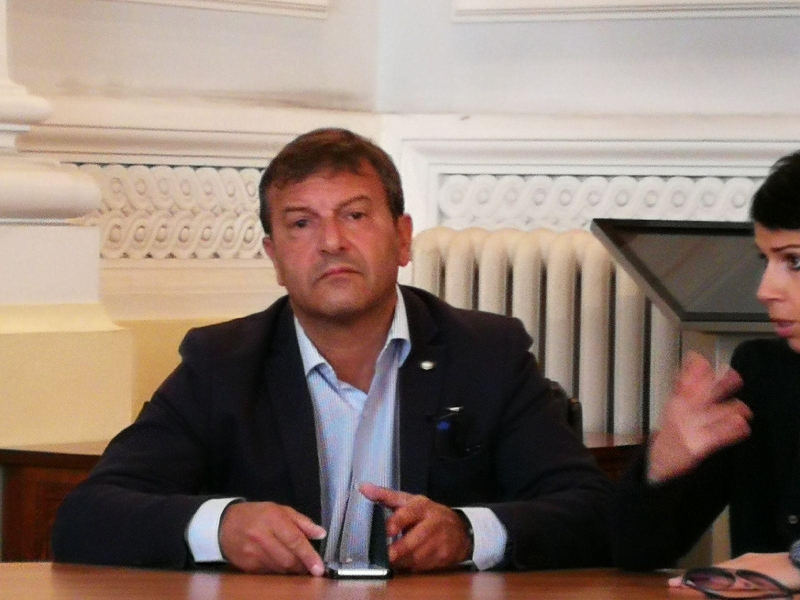 """Benevento, vetri rotti a Palazzo Mosti. Bosco (Uil): """"Necessario efficientare servizio telecamere"""""""