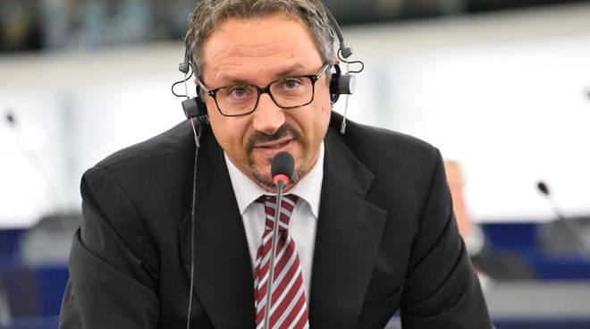 """Pedicini e Muscarà: """"Un'azienda criminale dalla Campania esporta rifiuti tossici in Tunisia"""""""
