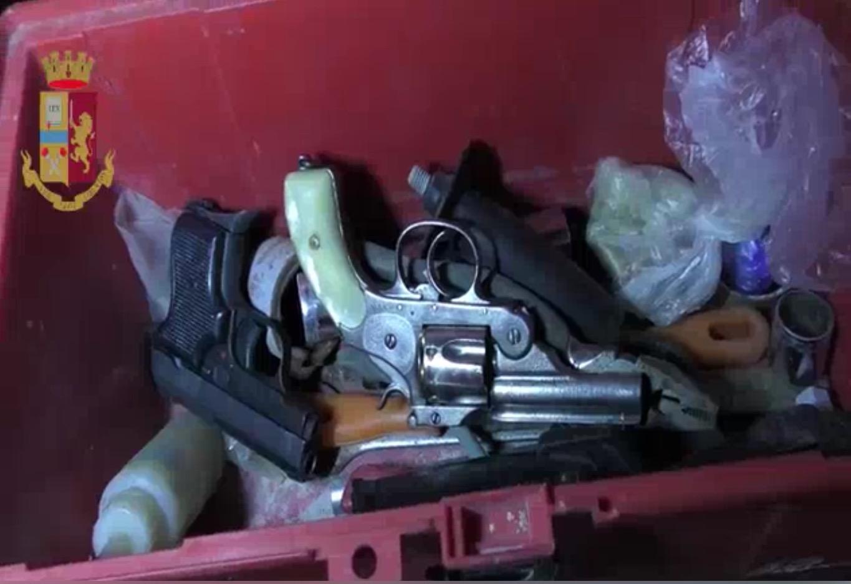 Benevento: droga e armi sequestrate dalla Polizia