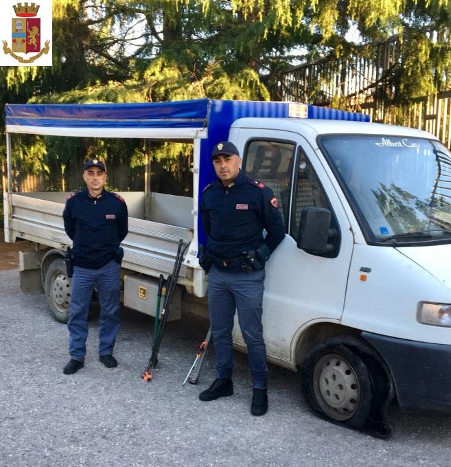 Sventato furto nella zona industriale di Puglianello. La Polizia ritrova un furgone rubato e arnesi atti allo scasso