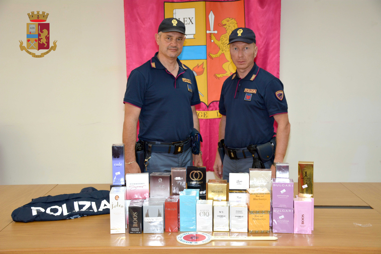 Vendono profumi contraffatti, fermati e denunciati due napoletani
