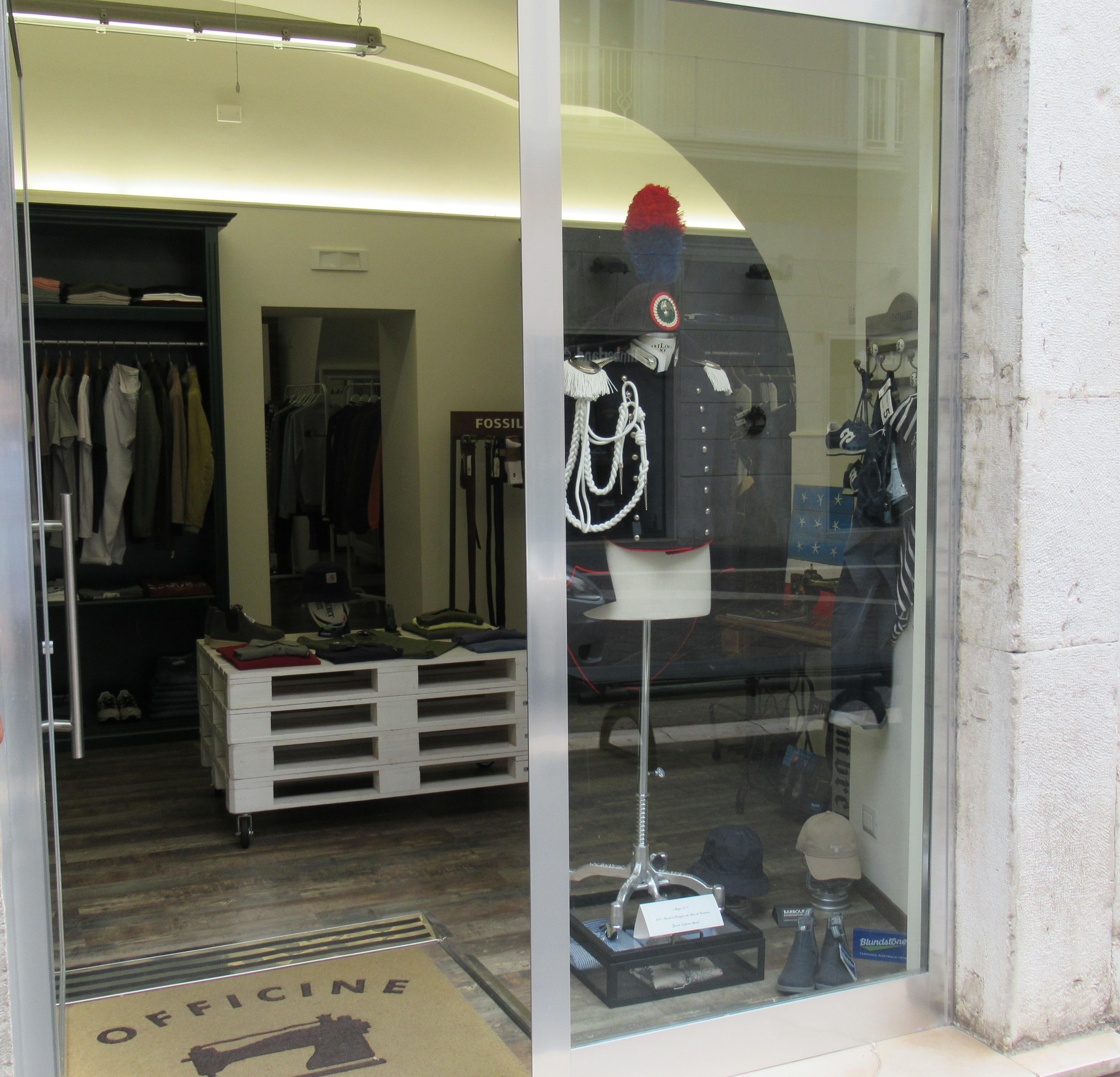 Celebrazione del 204° Annuale di Fondazione dell'Arma dei Carabinieri, divise storiche saranno esposte nelle vetrine dei negozi di Benevento