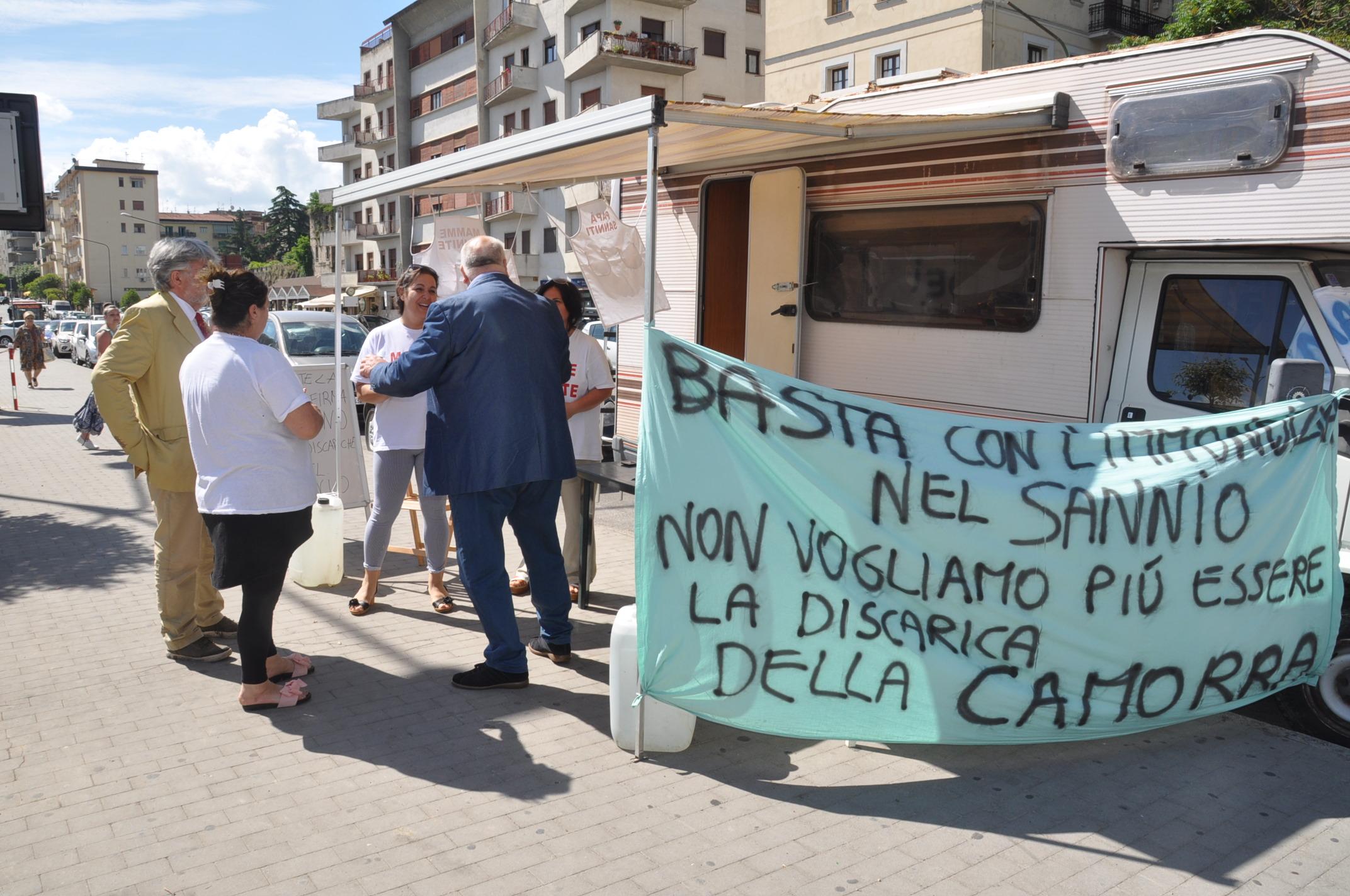 La solidarietà di Ricci alla mamma di Sassinoro in protesta contro la discarica