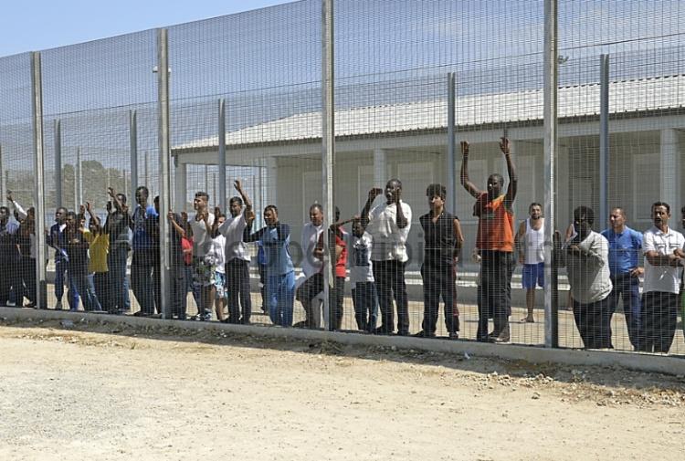 Gestione centri d'accoglienza per migranti: funzionario pubblico, impiegato del Ministero e un carabiniere in custodia cautelare