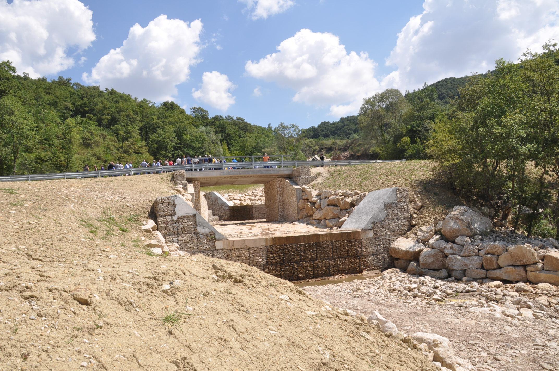 Taglio del nastro per il ponte sulla strada comunale Molinara-San Giorgio La Molara