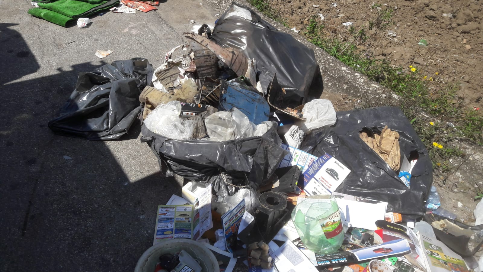 Apice, multato titolare di officina meccanica colto a sversare rifiuti solidi