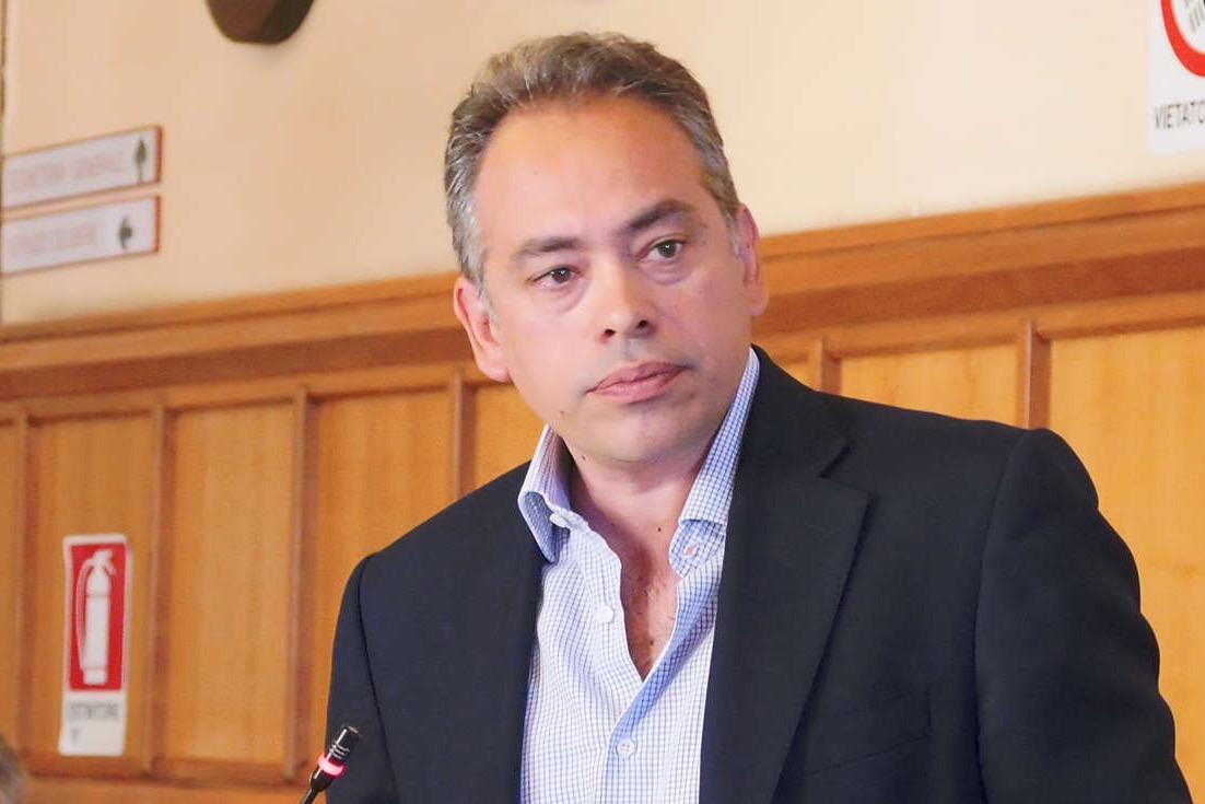 Incendio al Bosco Lucarelli, il consigliere Di Dio: urge consiglio sulla sicurezza delle scuole cittadine