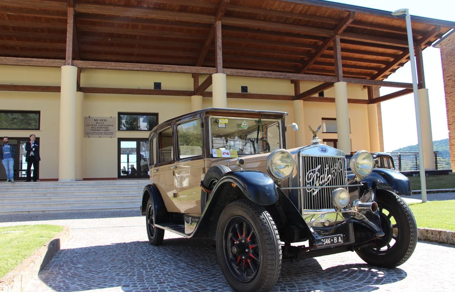 Montefalcone Val Fortore invasa dalla bellezza delle auto d'epoca del Club Ruote Storiche di Benevento