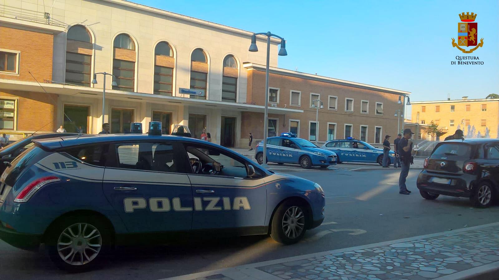Controlli anti-prostituzione della Polizia, foglio di via per una nigeriana e una rumena