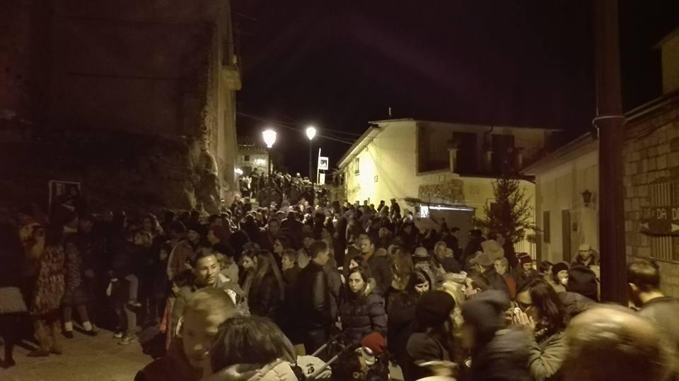 Folla di turisti tra le cantine e i vicoli di San Giorgio La Molara per Natale A La Terra 2018