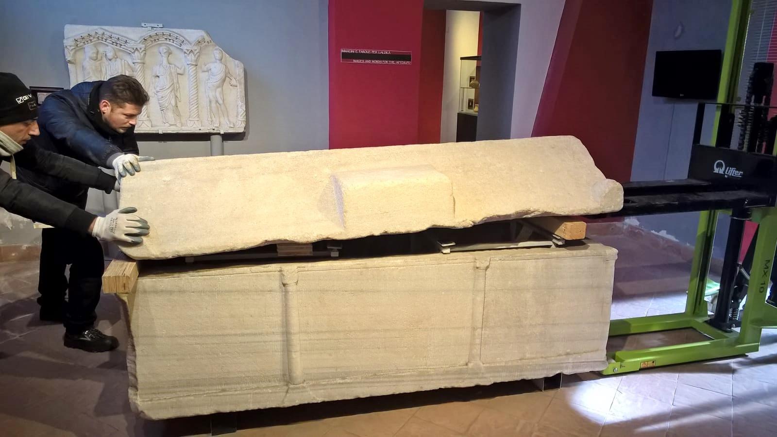 Trasferiti all'Arcdiocesi i manufatti marmorei in deposito all'Museo del Sannio