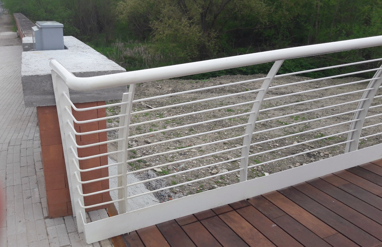 Danni al nuovissimo ponte Pagliuca di Benevento