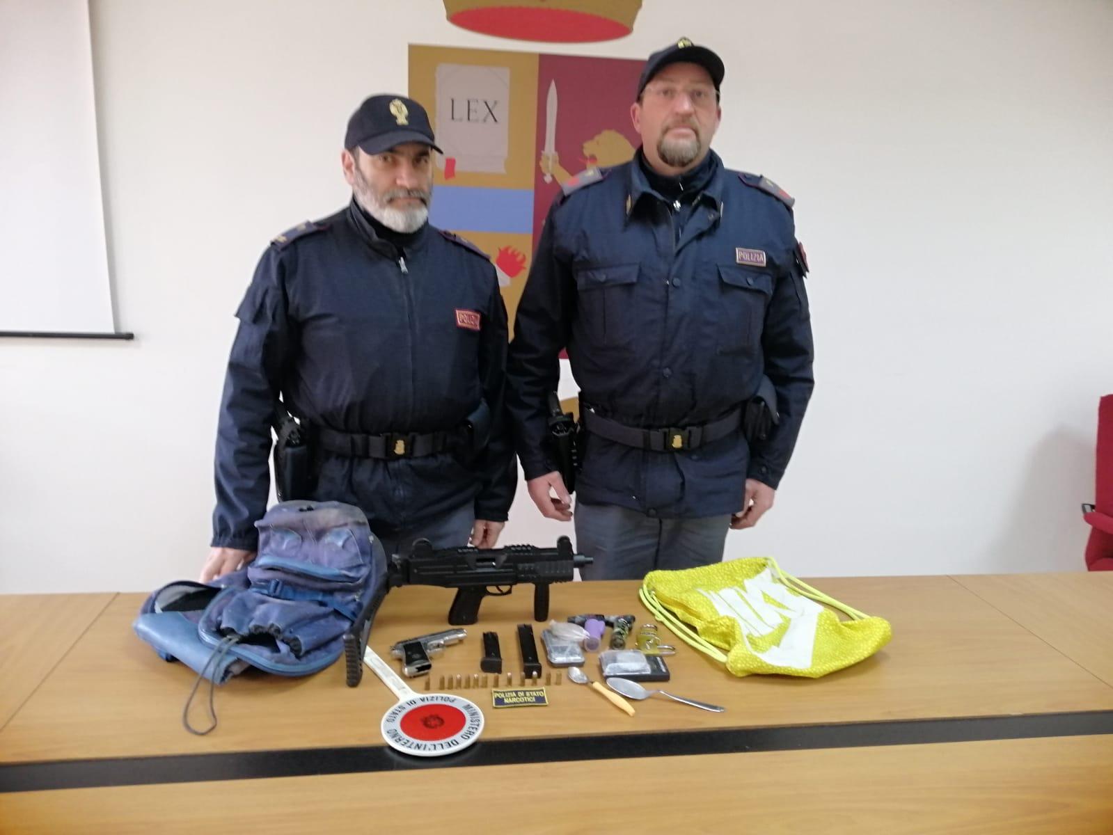 Occultava armi in uno scantinato, denunciato dalla Polizia