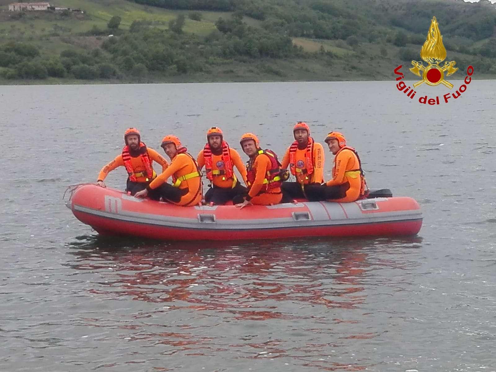 Esercitazione dei vigili del fuoco presso la diga di Campolattaro