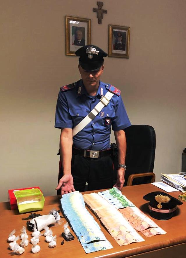 Pusher 25enne in manette, possedeva cocaina e più di 20mila euro in contanti