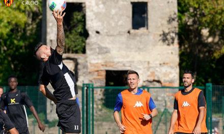 Giallorossi, oggi pomeriggio allenamento a porte aperte all'Imbriani. Inzaghi recupera Maggio ma perde Tello. Schiattarella chiede spazio