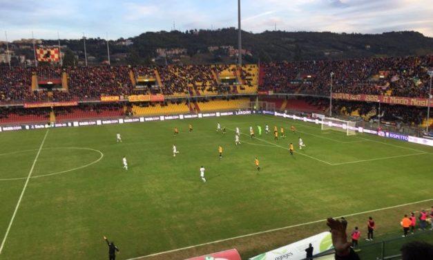 Il Benevento riparte dal 4-3-2-1, ma in avanti ci sarà il ballottaggio tra Coda e Moncini