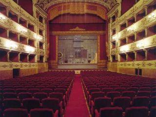 """L'associazione Interno Notte lotta per il Teatro Massimo. Messina (99 Posse): """"Quando si chiude un teatro muore qualcosa""""."""