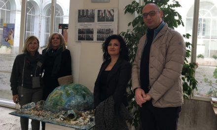 L'opera 'Il mondo sommerso' dell'artista Daria Bollo donata al Convitto Nazionale di Benevento.