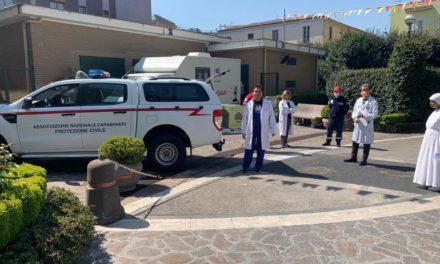 L'associazione Carabinieri Protezione Civile regala 150 uova di Pasqua al Fatebenefratelli