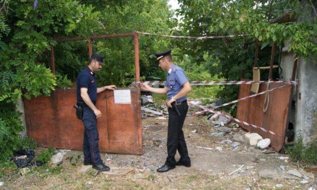 Sversavano rifiuti speciali su un fondo abbandonato, denunciati